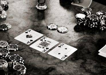 Комбинации в покере: подробное описание, сортировка комбинаций по старшинству