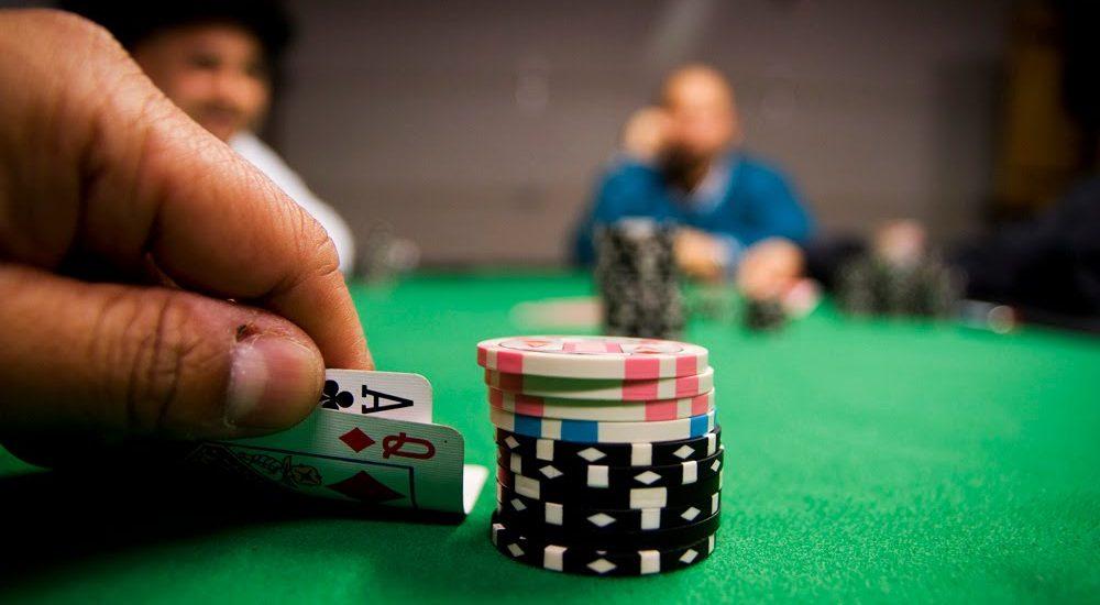 Стратегия игры в покер техасский холдем против казино игровые автоматы нефтяники