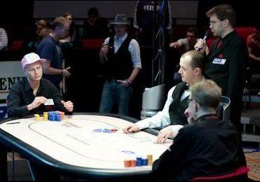 Можно ли играть в покер вдвоем?