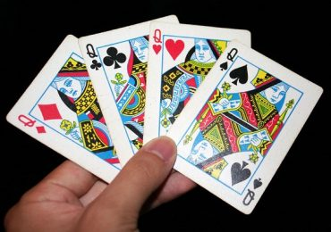 """Комбинация """"четыре дамы"""" в покере – как называется?"""