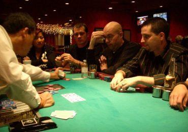 Как делать ставки в покере правильно?