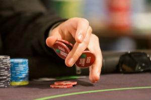 Бет в покере – что это такое, в каких случаях использовать?