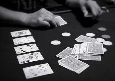 Кто придумал покер и когда это произошло?