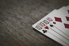 Четыре десятки в покере – слово из 4 букв