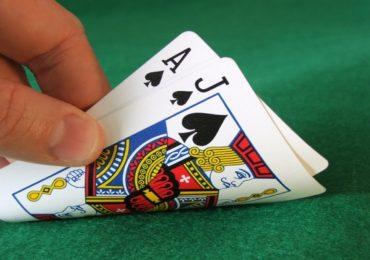 """Интернет-покер на деньги – его разновидности и """"подводные камни"""""""
