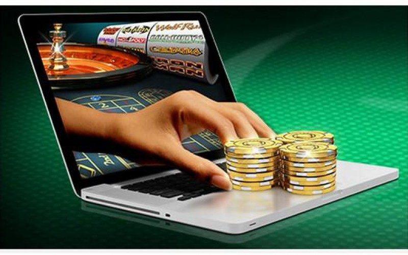 В РФ принят закон о переводе средств в покер-румы
